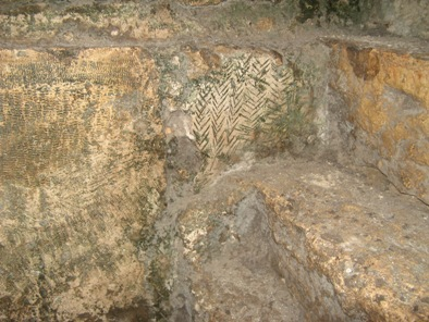 Иерусалим. Тоннель под западной стеной Храмовой Горы. Непонятная обработка на стенах.